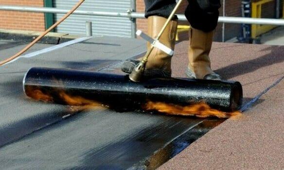 Flat roof bitumen felt system